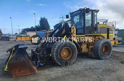 It28g With Forks, Bucket And Tyre Handler